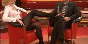 Upskirt di Maria Furtwängler in collant neri: video mozzafiato