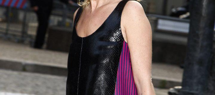 Kate Moss bellissima con i collant a rete