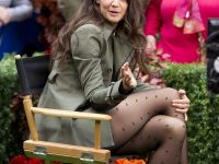 Katie Holmes bellissima in collant neri a pois: tutte le foto
