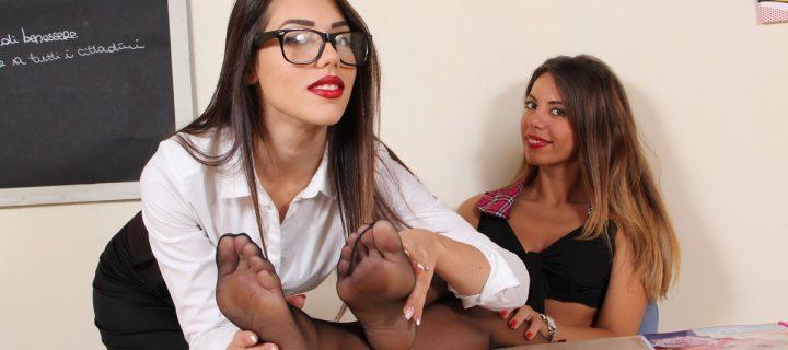Le italianissime Petra e Chanel in un set ESPLOSIVO con collant e calze