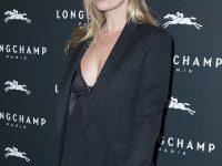 Kate Moss a Parigi: collant Wolford e Louboutin's ai piedi