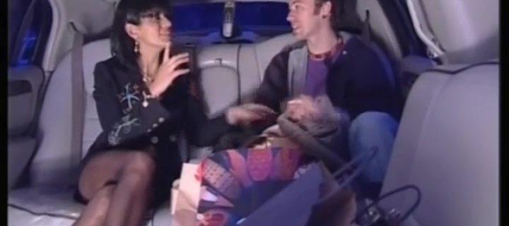 Ana Laura Ribas in minigonna e collant: che video!