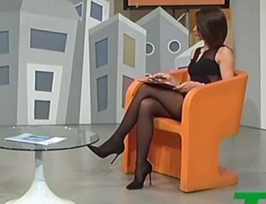 L'incredibile scoscio in collant di Maria Pia Giannetta