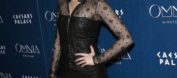 Miley Cyrus bellissima in collant neri