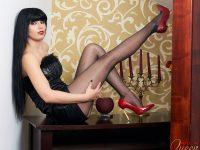 Glamy Anya: La Regina Del Nylon