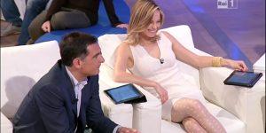 Francesca Fialdini: Collant Bianchi a Pois in un Video Strepitoso