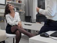 Anna: la segretaria in cam con i collant