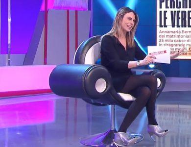 Paola Perego in collant neri: un video da leccarsi i baffi
