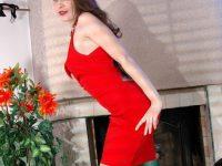 Collant neutri e vestito rosso: foto BOLLENTI