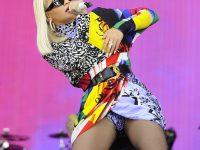 Rita Ora in collant…apre le gambe!